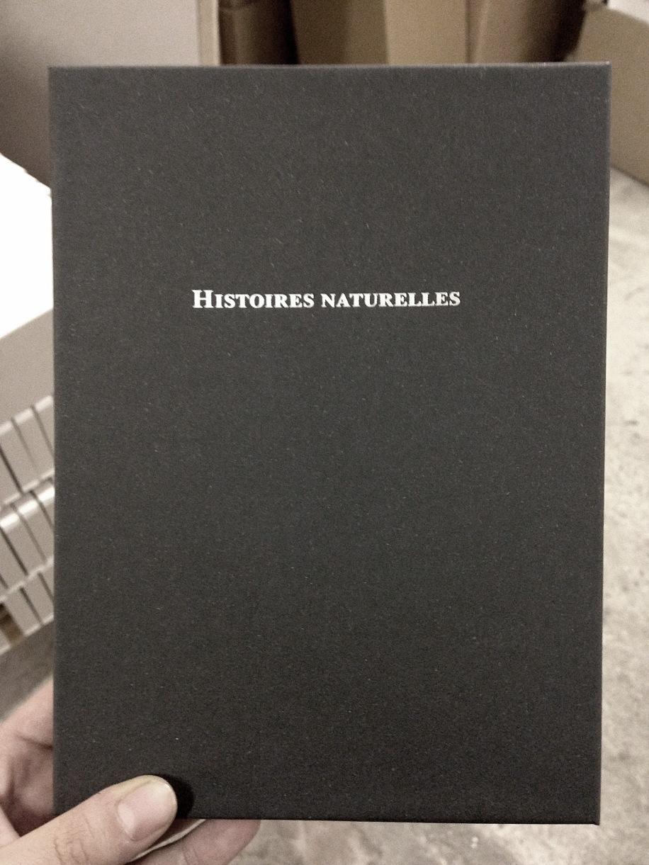 """Coffret pour l'édition limitée du livre """"Histoires Naturelles, Taches de rouge et de vert"""". 2014"""